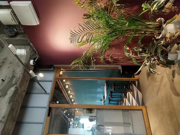OPTIMUS cafe 店内に入ったところ