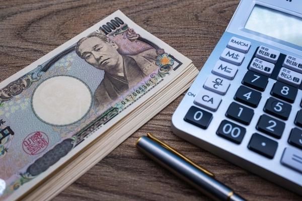 お金と電卓のイメージ背景