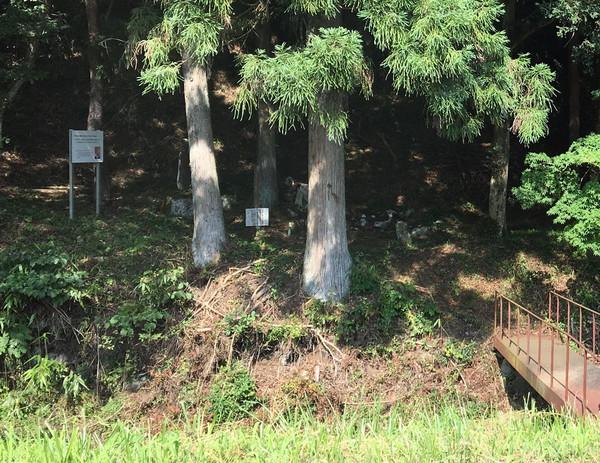 大籠 千松大八郎の墓碑