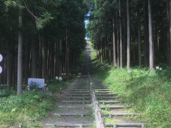 大籠 資料館から大籠殉教記念クスル館へ繋がる309段の階段